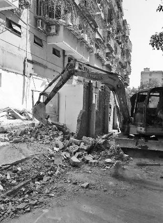 明楼街道拆除存量违建2700多平方米
