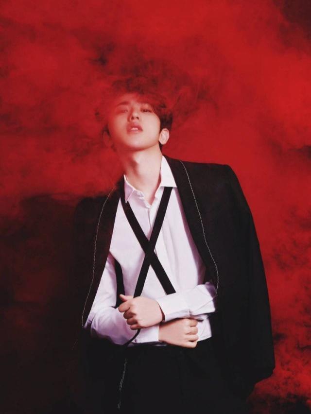蔡徐坤非主流路线走起,裤裙与烟熏妆朋克造型,粉丝感叹涨知识!