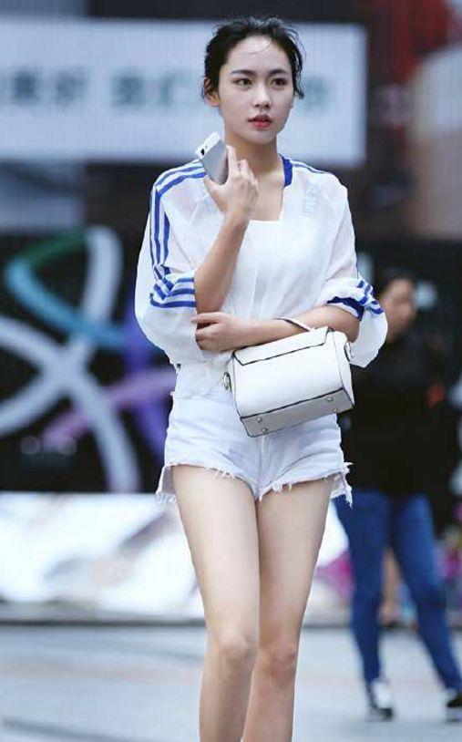 街拍:小姐姐,感觉时尚又可爱 imeee.net
