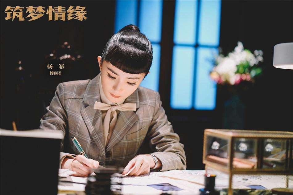 杨幂新剧首播就虐心,被指驼背严重,观众反被剧中12岁女孩圈粉(图2)