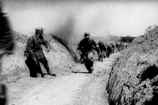 <b>300八路军遭7000日军围堵,一名女子率众人成功突围,她是何人?</b>