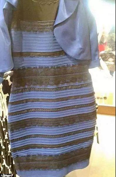 灰绿还是粉白?网友为这只鞋子的颜色又吵起来了