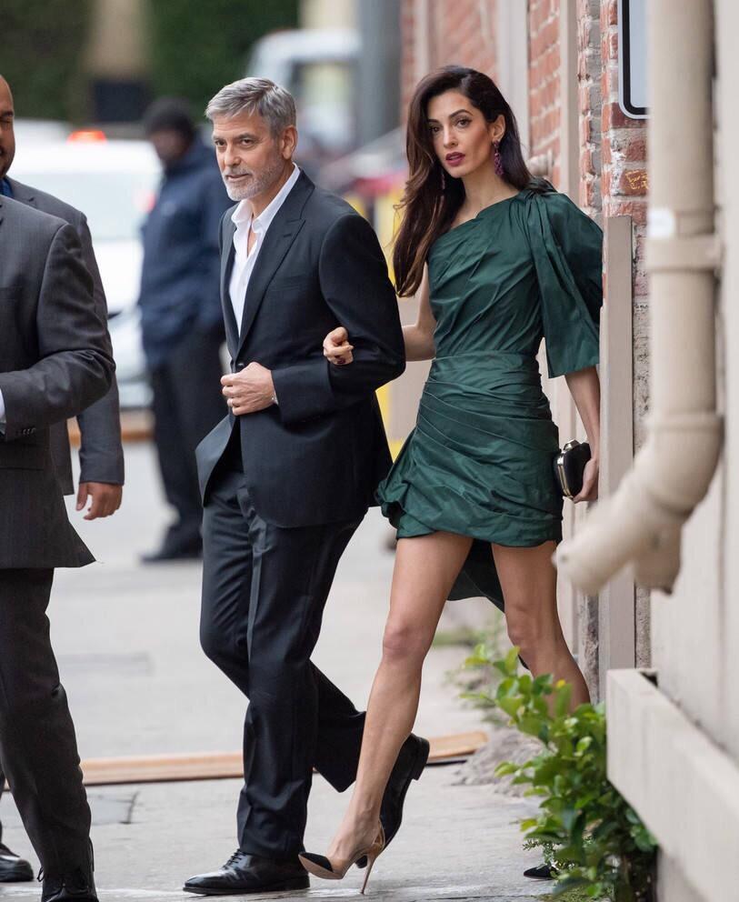 律界衣品最好,时尚圈学识数高,41岁的Amal堪称现实版的傲骨贤妻