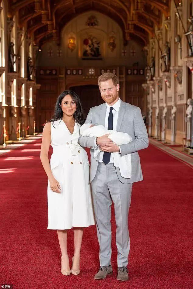 公布了!哈里与梅根的第一个王子,长这样!而他的名字更神奇......