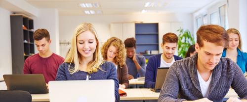 美国留学选择春季还是秋季入学,哪个更好呢?