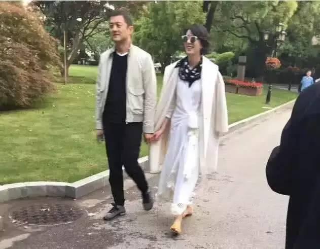台媒起底李亚鹏新女友身份 曝其身价不低于500亿