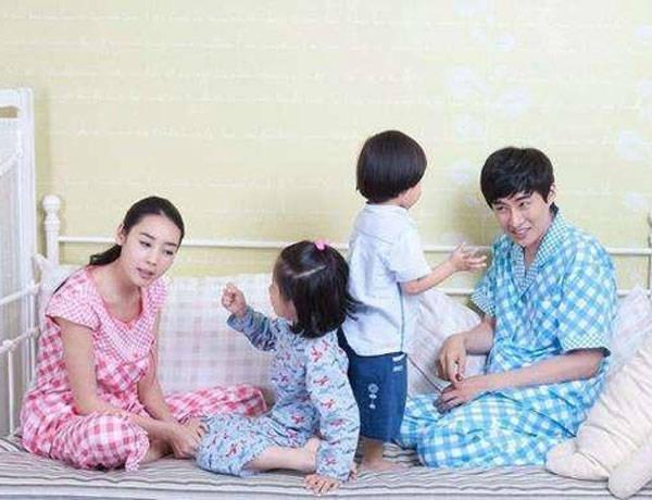 三十年后,二胎家庭和独生家庭究竟哪种好?看三个过来人的大实话