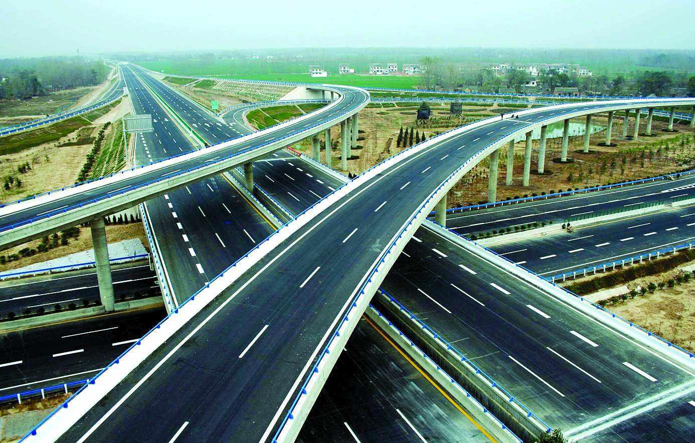 湖北在建的一条高速公路,对接河南,双向4车道,总投资约64亿元