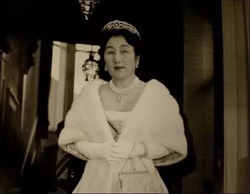 日本皇室版 霸总爱上我 ,嫁给王子的灰姑娘后来都后悔了 明仁图片
