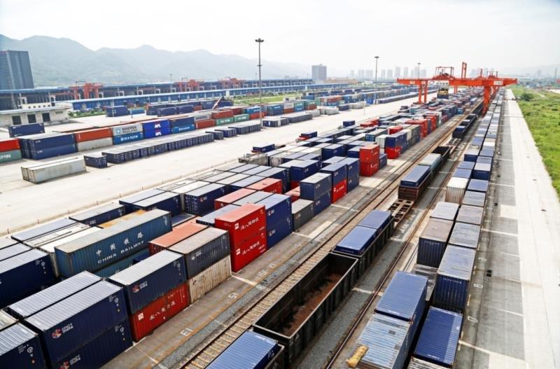 中欧班列(重庆)列车:满载邮包穿越14个国家