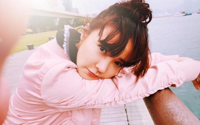 """原创            香港30岁元气女神,笑容比蜜糖还甜,颜值却""""停留""""在16岁?"""