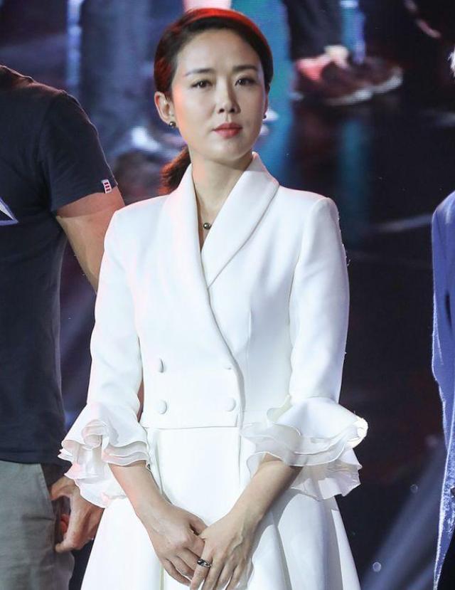 """41岁颜丹晨出席发布会,曾被誉为""""最美嫦娥"""",现在颜值依然能打"""