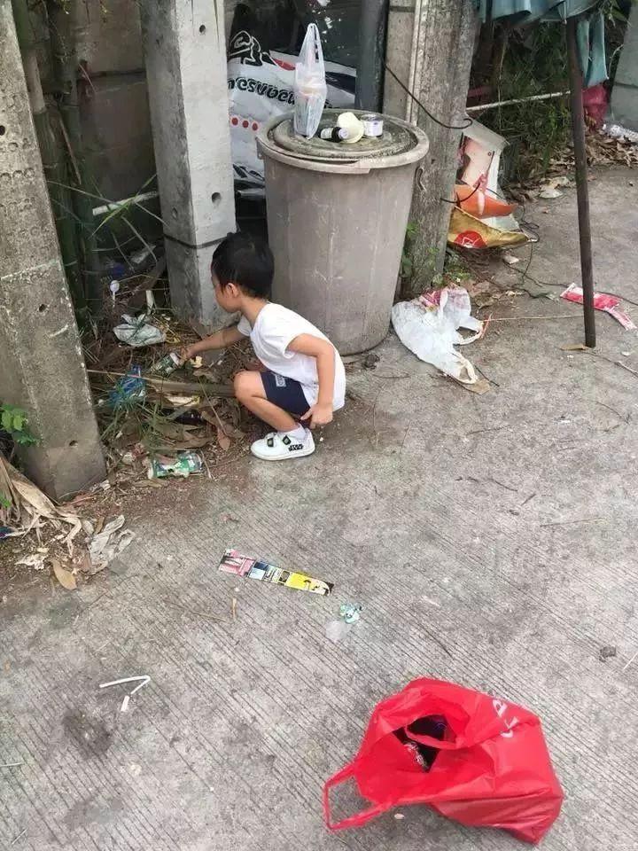 5岁孩子不想上学,妈妈让他捡垃圾!聪明的父母,从不苦口婆心