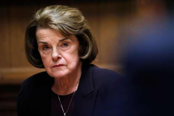 以范士丹为首的美国参议院司法委员会民主党人向穆勒提出60个问题