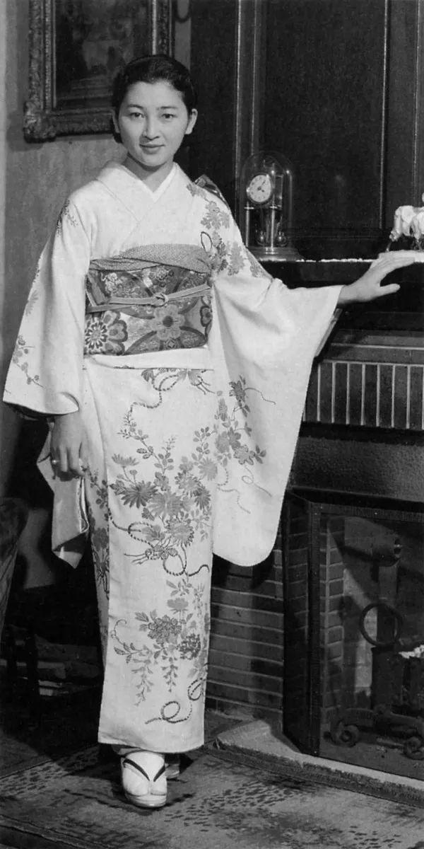 凯特王妃结婚8年疑被出轨,他却60年独宠平民皇后,诠释了爱情最美的样子图片