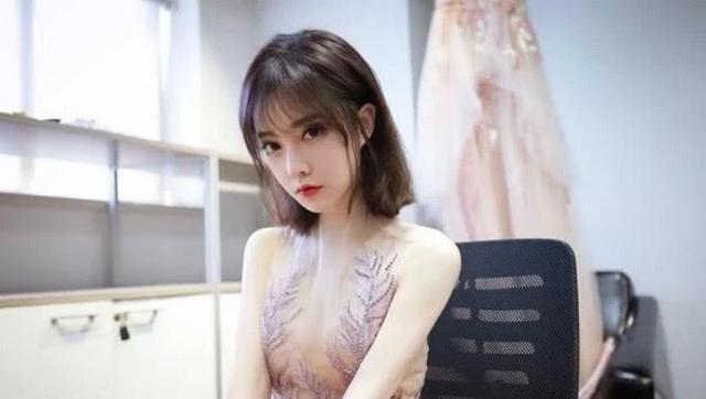 冯提莫的透明薄纱裙, 一夜爆红, 网友 在哪里能买的到呢