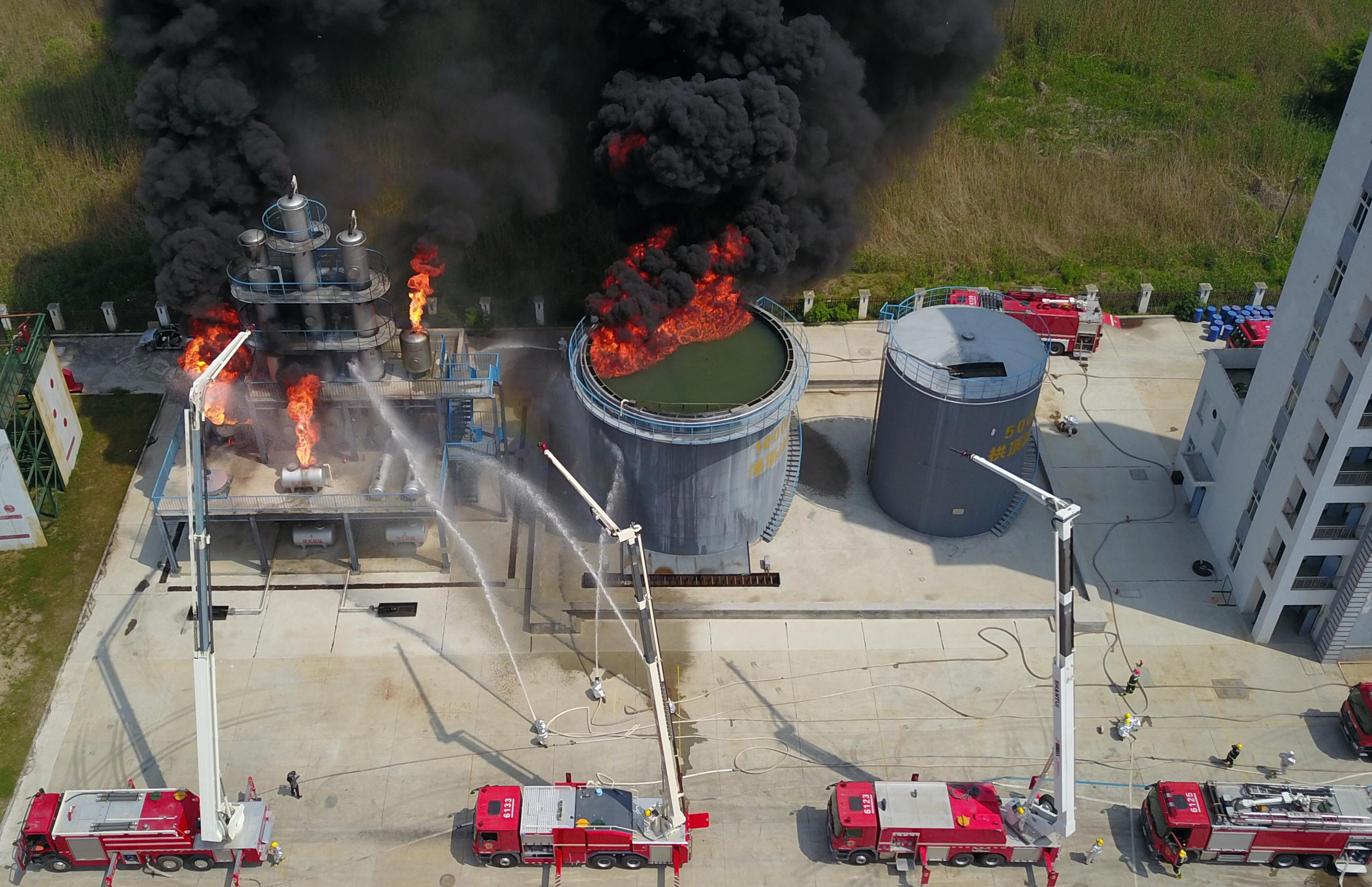 江苏扬州举行化工场所灭火救援演练