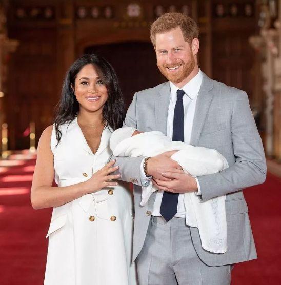 """37岁爆斑凸肚心机女,凭什么赢凯特、戴妃,把全球最浪王子调教成""""宠妻狂魔""""?"""