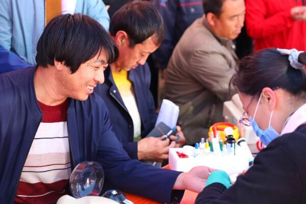 西吉县义工联合会携手宁夏固原市中心血站举行全民献血动员活动