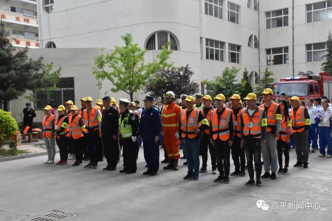 【关注】晋城某学校,直升机、消防、交警齐出动!