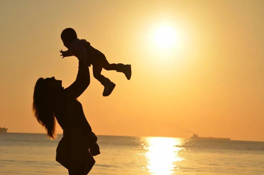 每一个脾气暴躁的妈妈背后,都有一个缺席的爸爸(深度好文)
