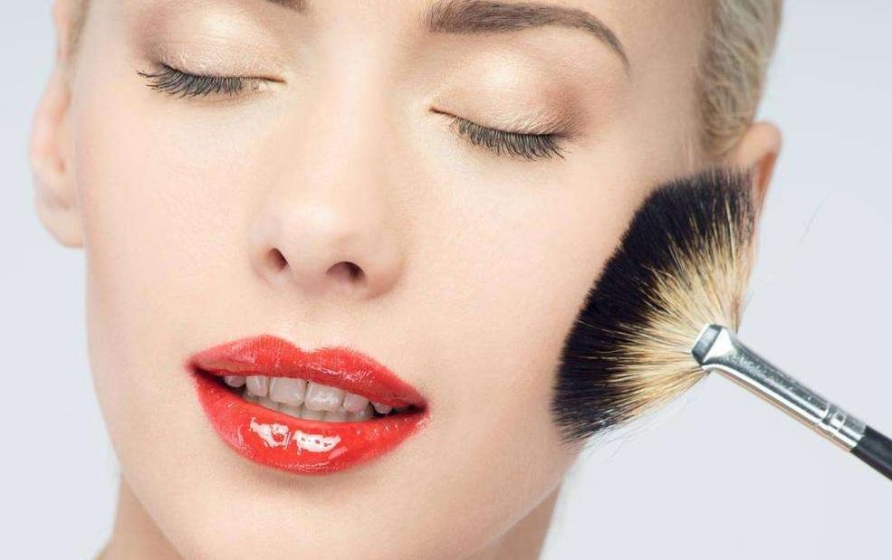 让妆容更持久的化妆小技巧