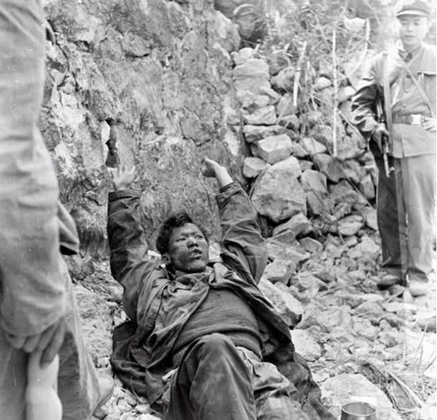 """中越战争: 被越军俘虏的士兵, 不怕严刑拷打,却只怕""""报平安""""?"""