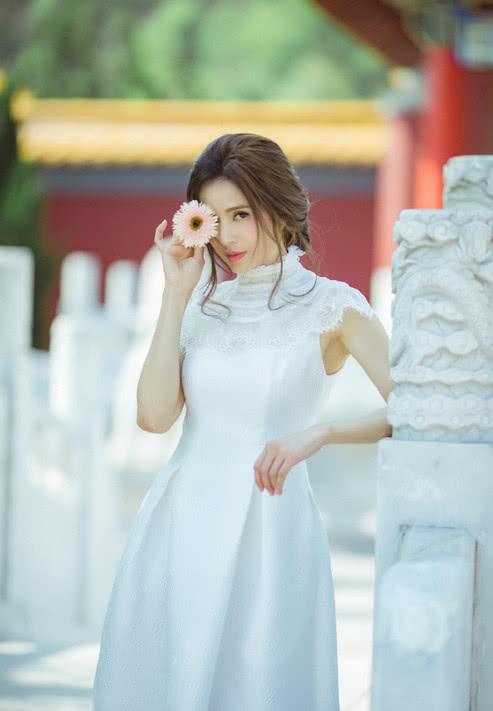 李若彤终于高调美一回,近照曝光少女感十足,网友:美回小龙女!