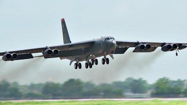 美伊摊牌时刻到?多架核武重型轰炸机飞向中东,俄:不排除核打击