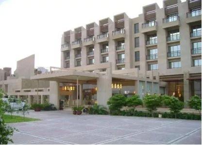 突发!巴基斯坦一五星级酒店餐厅餐厅遭武装突袭,目标据说就是大陆人