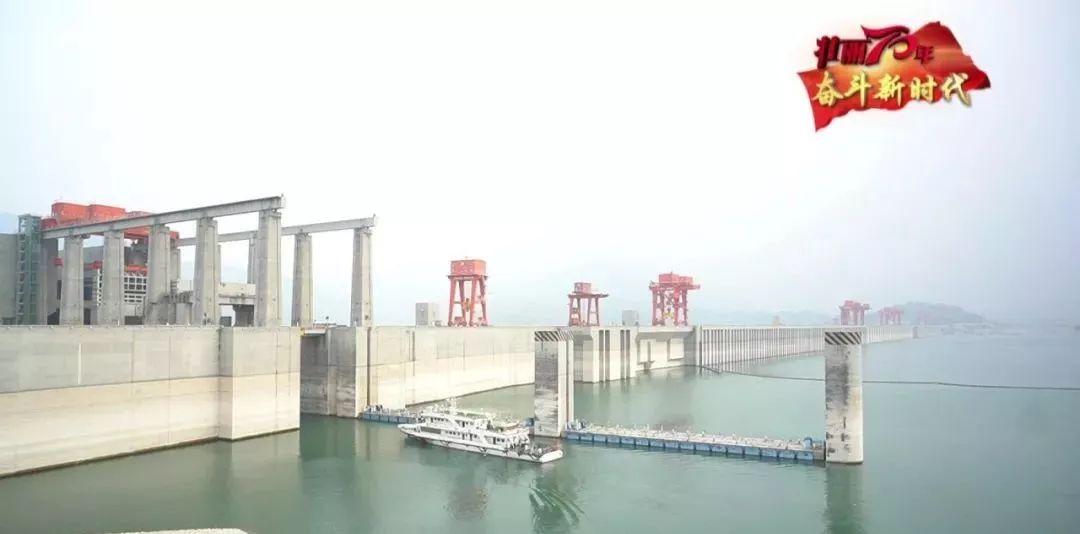 军事报道专区央视《军事报谈》|三峡大坝橄榄绿与长江水相映辉