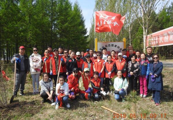 克东县志愿者协会开展爱我兢山公益植树添新绿活动