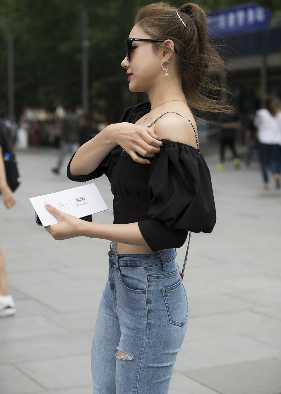 经典百搭牛仔裤,学会如何搭配上衣,你也可以穿出女神范!