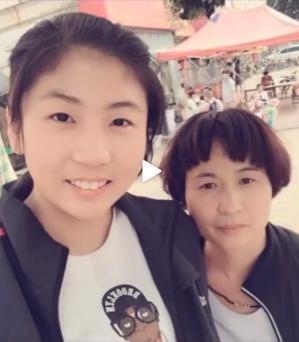 母亲节,中国女排八大国手的母亲图片释出,张妈最美,婷妈最朴实