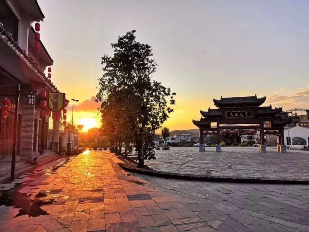 梅州大观天下_梅州(车程约5小时),途中午餐自理,抵达后参观 【大观天下】(游览时间