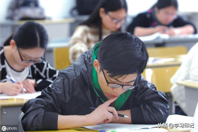 专科和本科都是大学生,但区别很明显,高考不努力老大徒伤悲!