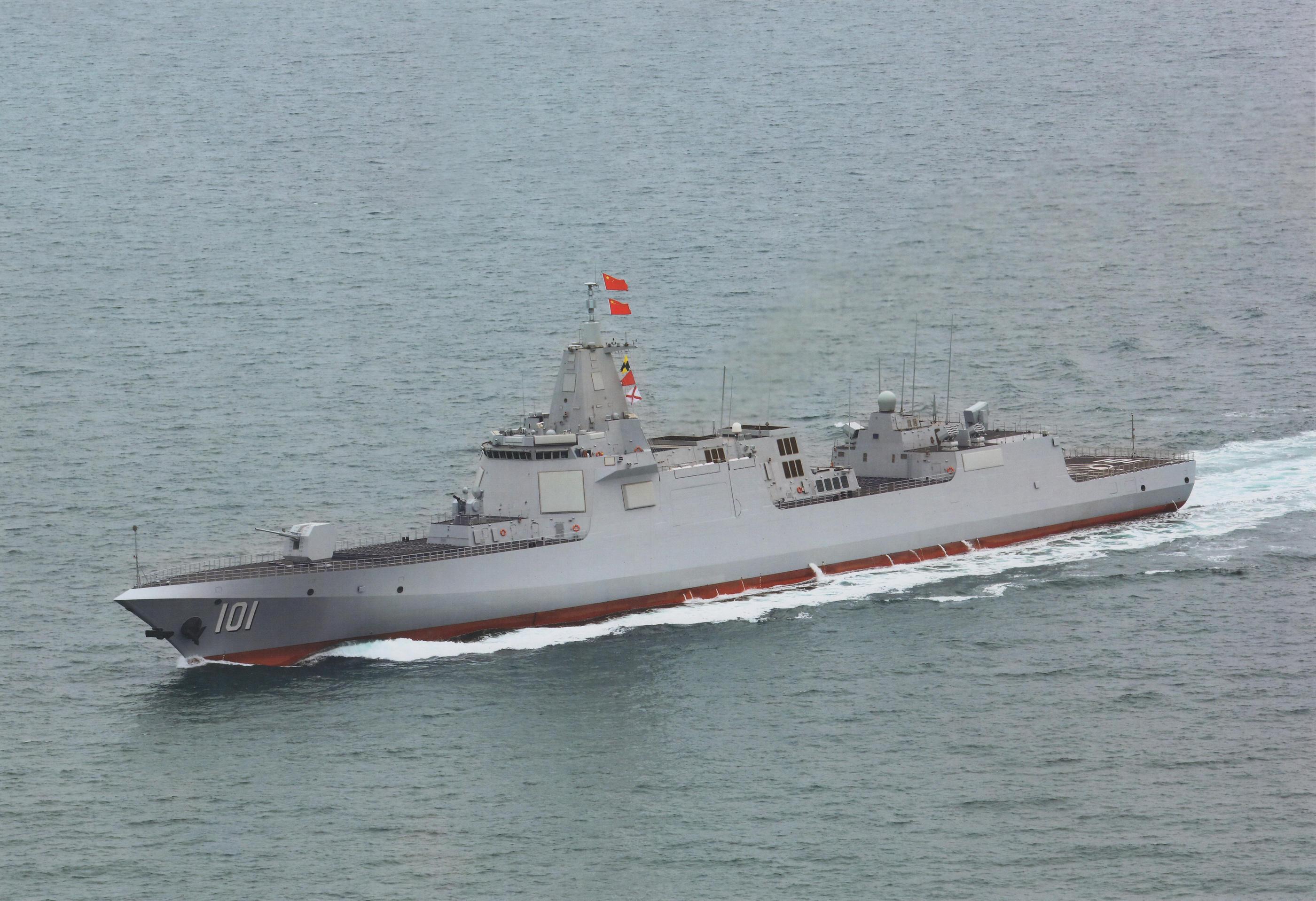 """055万吨新驱首舰""""南昌""""号高清新照 更多细节展"""