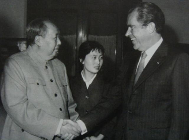 1972年2月21日,毛泽东会见美国总统尼克松