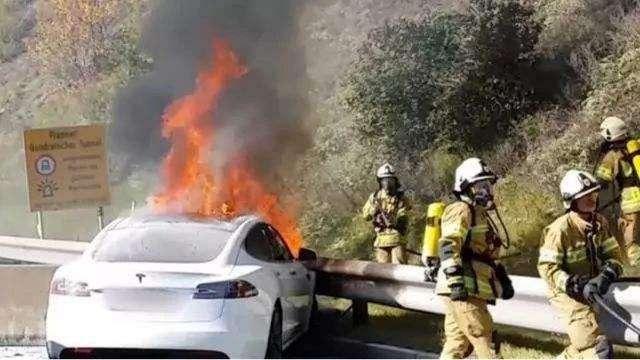 """自燃的电动车正在不断""""劝退""""潜在的车主"""
