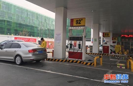 成品油價或迎年內第五漲_成品油價迎年內第二降!加滿一箱油少花3元