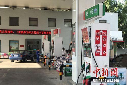 趕緊加滿油預計本次油價漲幅較大 [國內油價迎年內第二次下調 加滿一箱油少花3元]