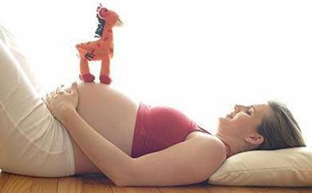 到月子会所坐月子比较好,让产妇与宝宝都能得到科学的护理,避免了家庭成员之间的矛盾