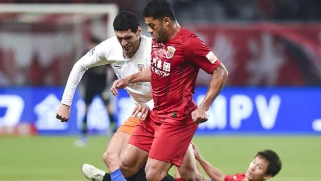 山东鲁能戏剧性被上海上港逆转,赛后主教练的李霄鹏也不得不感叹足球的魅力