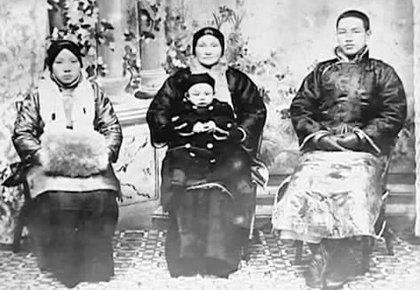 蒋介石的四个老婆,第一个最苦,第三个学历最高,最后一个最长寿