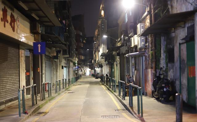 原创             感受不一样的澳门:与白天嘈杂相比,夜晚下中西合璧的老城很恬静