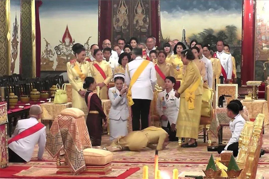 62岁泰国公主虽受父母宠爱,却无奈病痛缠身,幸好国王哥哥垂怜