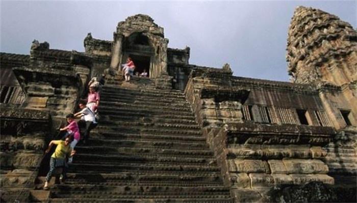 世界上3大恐怖阶梯,其中一个上台阶要3个小时,最后一个在中国