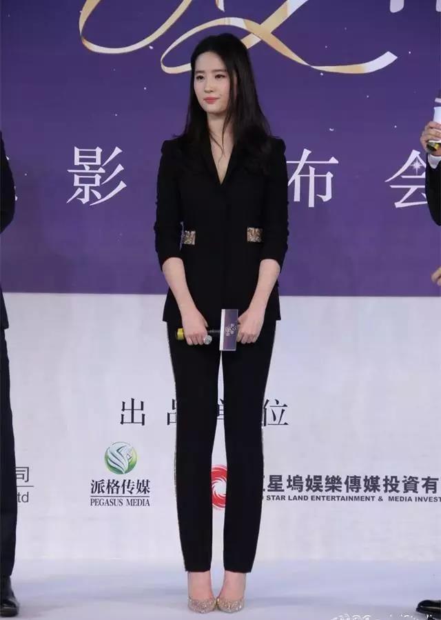 原创             娱乐圈从来不缺美女,但原装的不多,至少刘亦菲颜值未超过