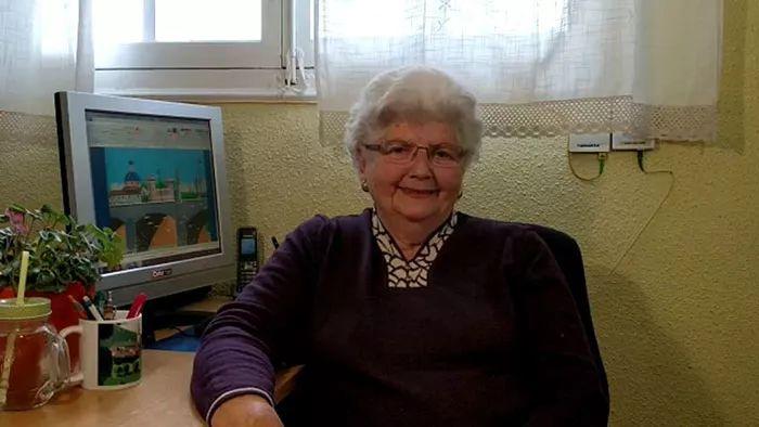 87岁老奶奶用微软画图工具画画,坚持12年,爆红于网络!