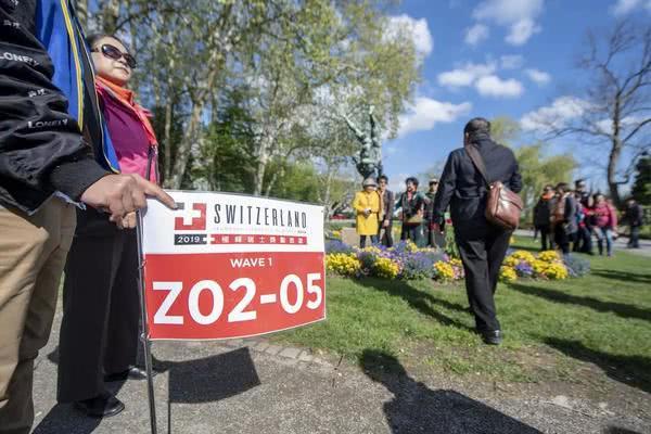 """1.2万人""""吓瘫""""瑞士的中国旅游团,背后的婕斯是美国版""""天狮""""?"""